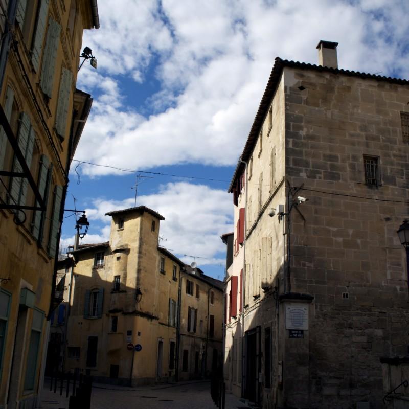 tarascon street